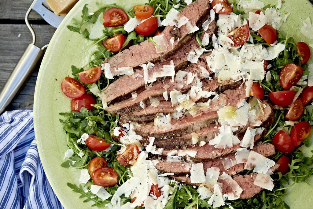 Recept från Zeta. tagliata_med_rostbiff_tomat_och_parmesan