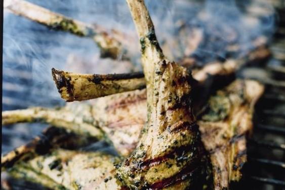Recept från Zeta: Basilikamarinerade lammkottletter