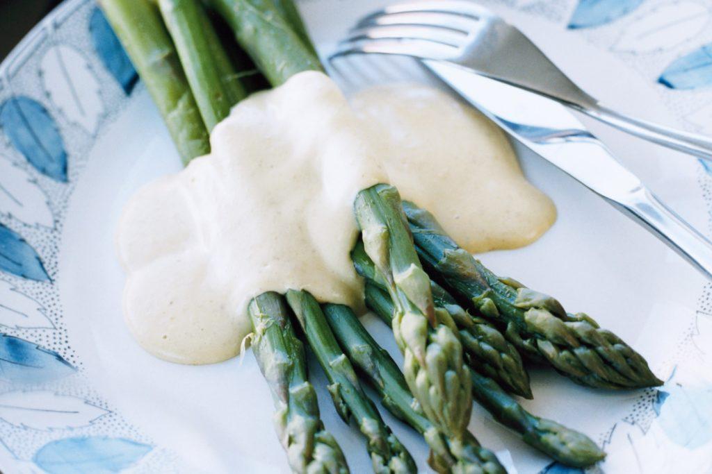 Recept från Zeta: Grön sparris med fagiolatosås