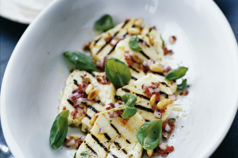 Vegetariskt recept med halloumi melon och basilika