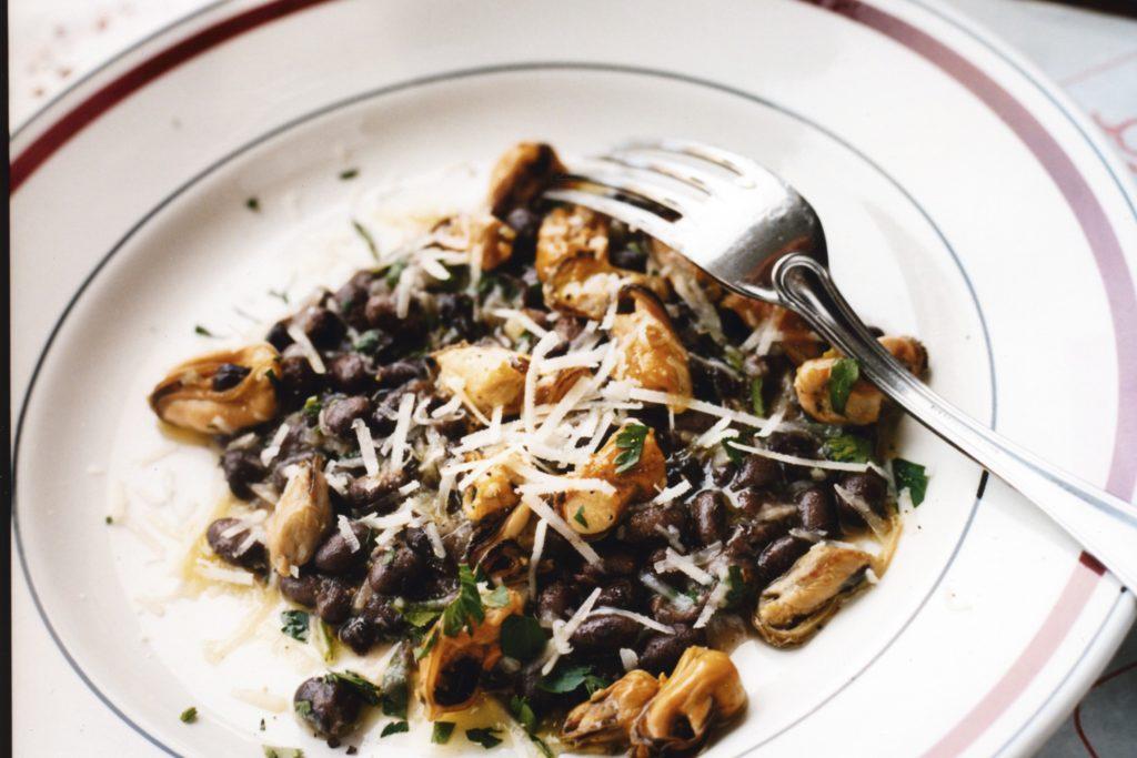 Recept från Zeta: Musslor med svarta bonor