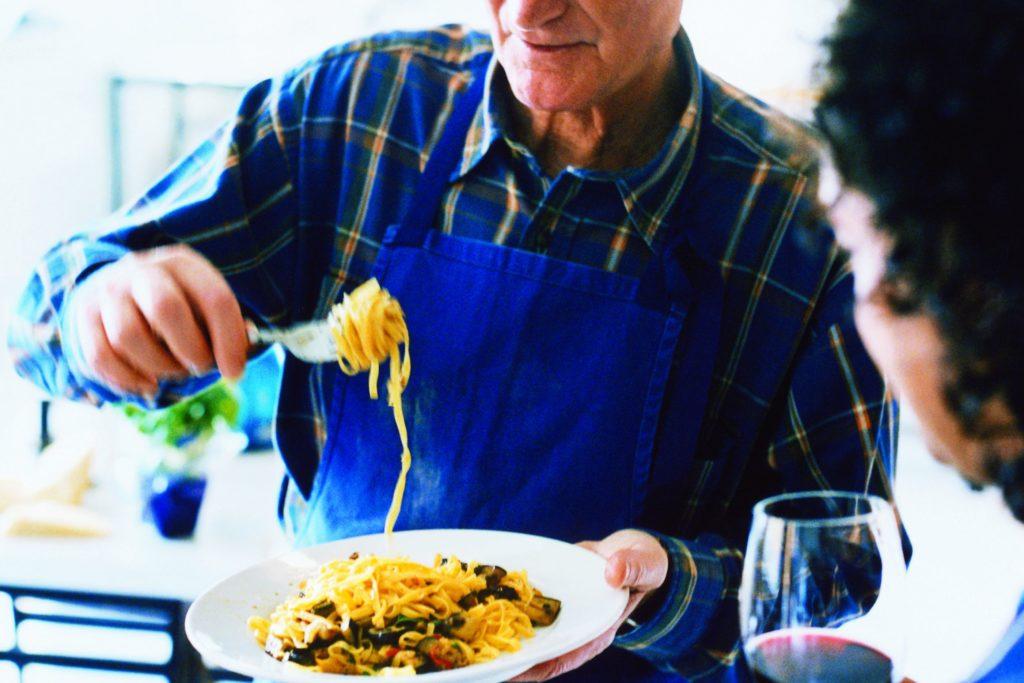 Recept från Zeta: Pappardelle med aubergine, oliver och grillad paprika