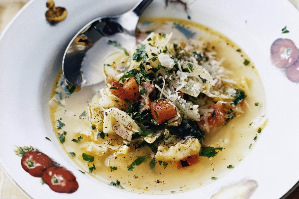 Recept från Zeta: Soppa med kål och pancetta